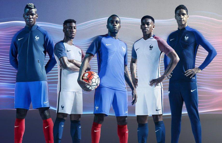 Для всех любителей футбола мы рекомендуем купить футбольную экипировку в нашем интернет-магазине