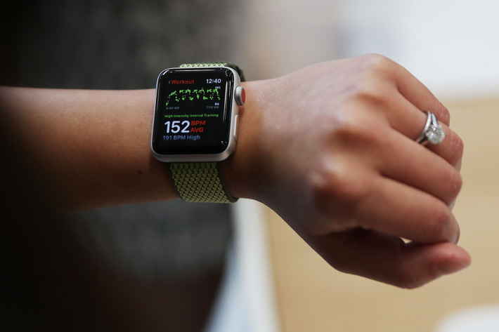 Чем отличается Apple Watch s1 от s2