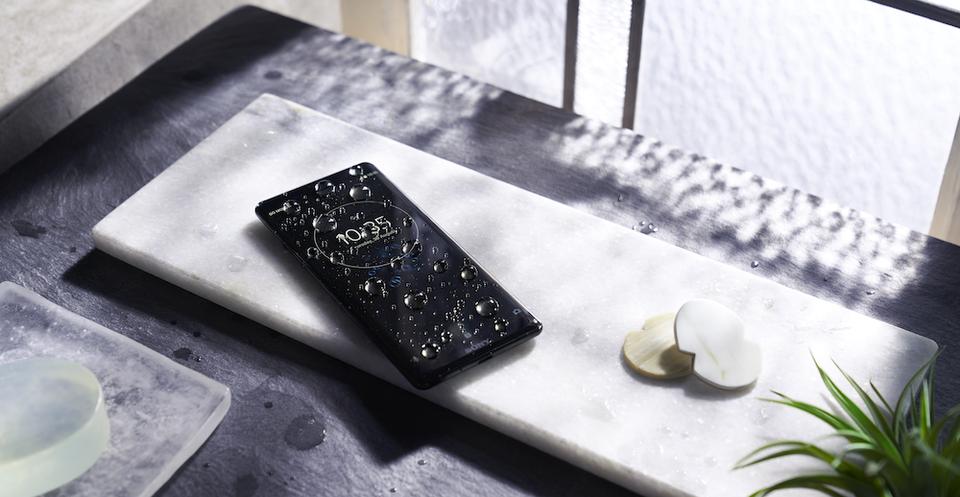 Sony объявляет о старте предзаказа на смартфон Xperia XZ3 в России