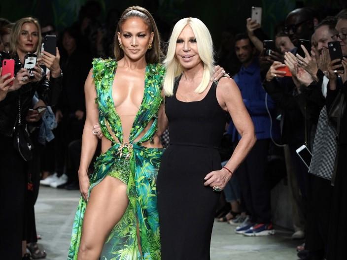 Легендарное платье Дженнифер Лопес от Versace создало Google Images
