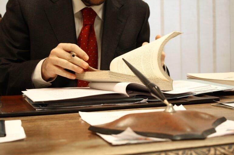 Зіткнулися з проблемами в оформленні паперів? Юридична консультація компанії «Флагман» здатна на все