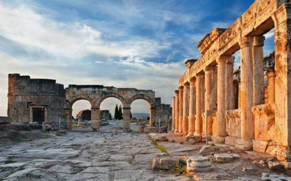 Памуккале в Турции. Вход в «царство теней» античного бога смерти